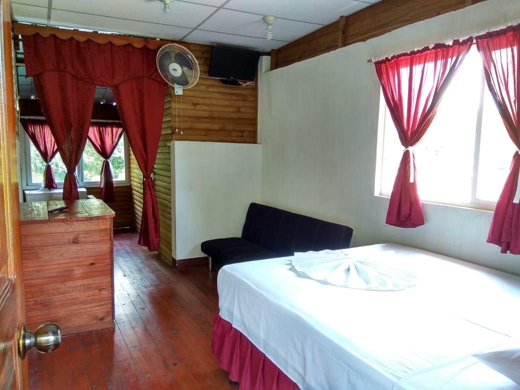 hotel la cabaña del viajero izabal guatemala (25)