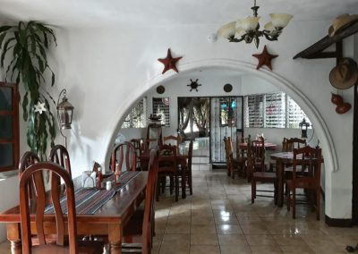 hotel la cabaña del viajero izabal guatemala (8)