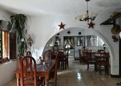 hotel la cabaña del viajero izabal guatemala (9)